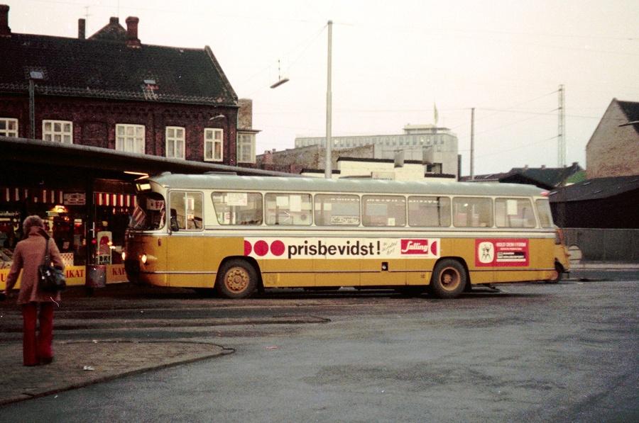 Århus Sporveje 10/XU80510 på Rutebilstationen i Århus den 30. november 1974