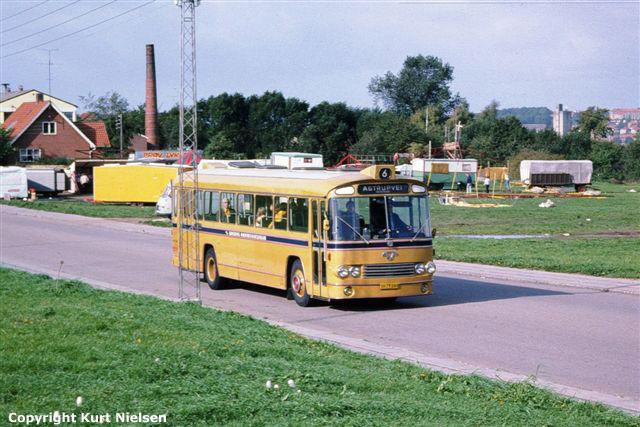 Leyland-bybus fra DSB på Tvedvej i Kolding i 1975.