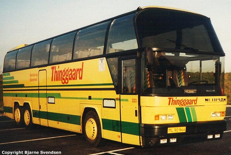 Thinggaard 223/ML90944 på Skærup rasteplads i april 1993