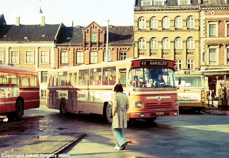 Strandgaards Rutebiler 3/AS92547 på Århus rutebilstation den 1. februar 1975