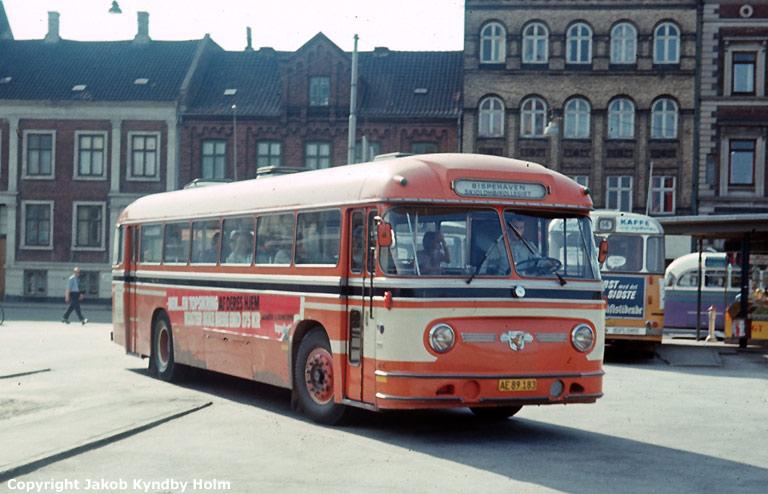 Århus Sporveje 210/AE89183 på Århus rutebilstation den 31. juli 1975