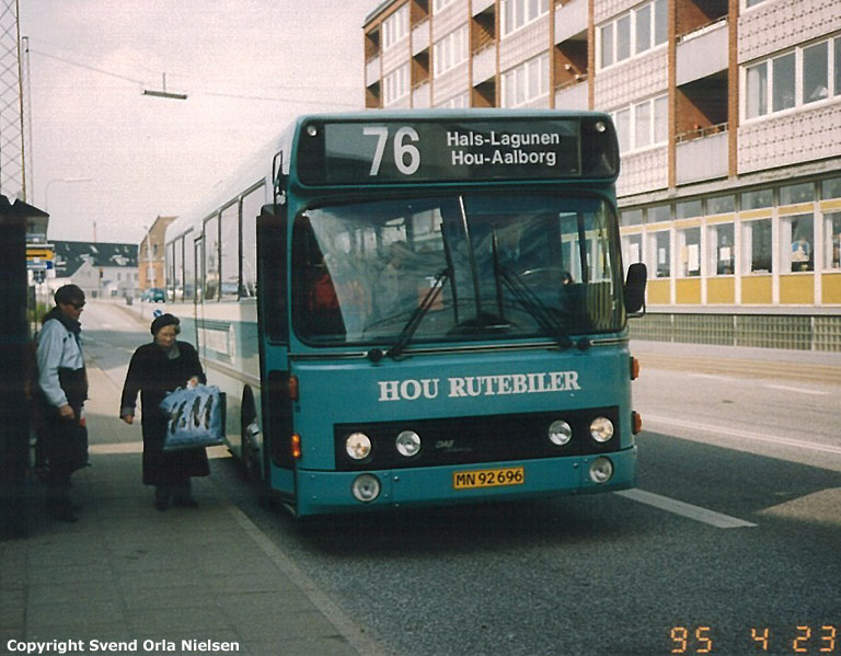 Hou Rutebiler 28/MN92696 på Østerbrogade i Nørresundby den 23. april 1995