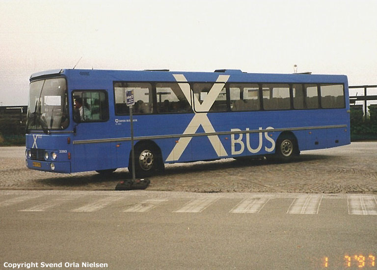 Dania Bustrafik 3393/NB97595 på Frederikshavn rutebilstation den 1. juli 1997