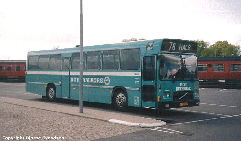 Hou Rutebiler 27/LZ90297 på Aalborg rutebilstation den 16. maj 1995