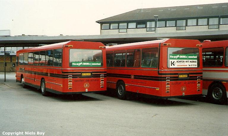 Sechers Rutebiler 16/HT96225 og 10/HT96323 på Randers rutebilstation den 1. juli 1988