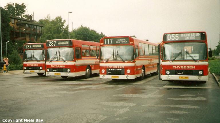 Østhimmerlands Rutebiler 70/JD92663, 74/JM93146, 64/HV97496 og 84/LV93381 på Hadsund rtb. den 6. juli 1990