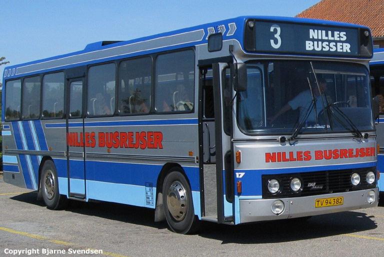 Nilles Busrejser 17/TV94382 ved Volstrup skole den 4. juni 2008