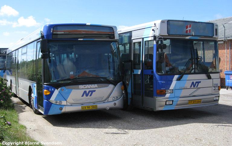Arriva 8496/UX91360 og 3198/PP89464 i garagen i Løkken den 9. august 2008
