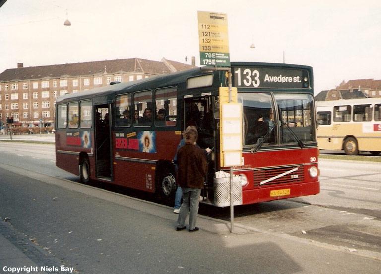 Hvidovre Rutebiler 30/KV94528 på Gl. Køge Landevej i Valby den 31. marts 1990