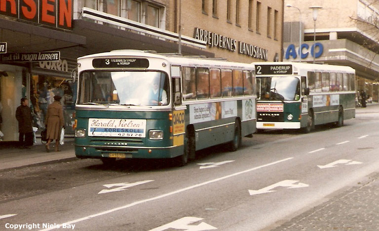 Randers Byomnibusser 88/CV93987 og 114/HV97611 på Østervold i Randers den 26. april 1988