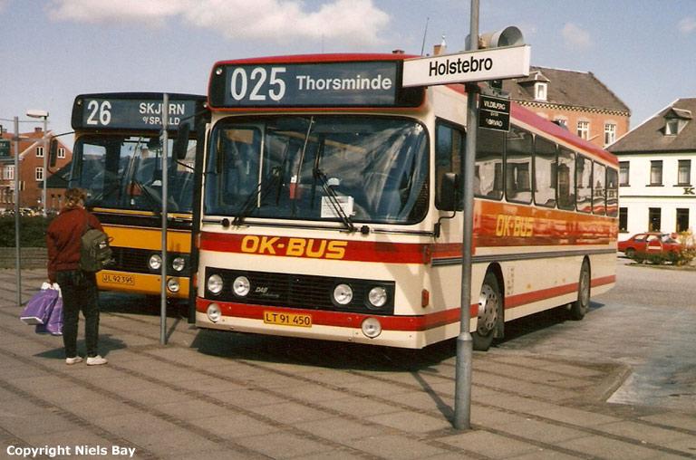OK Buslinier LT91450 og Spjald Rutebiler 21/JL92395 på Holstebro rtb. i april 1989