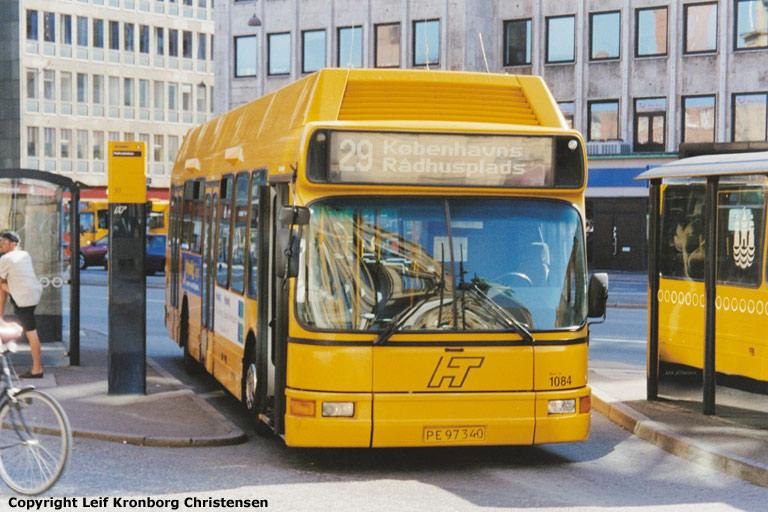 Arriva 1084/PE97340 i Amagerterminalen ved Rådhuspladsen i København den 16. juli 2003
