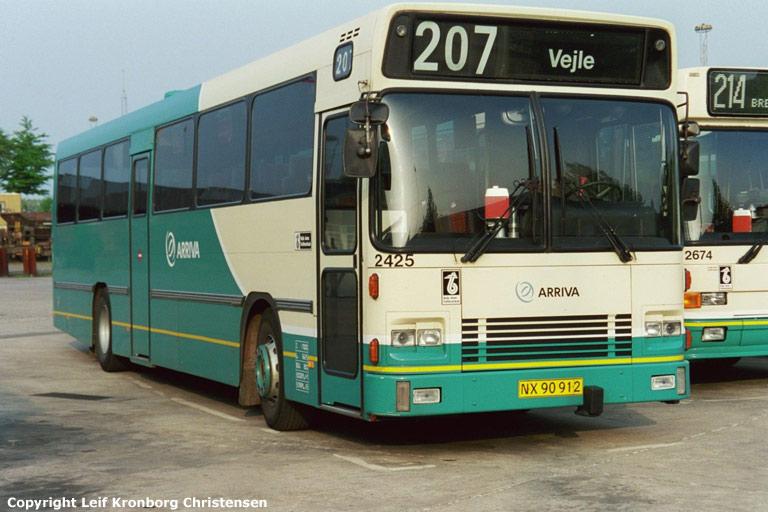 Arriva 2425/NX90912 i garagen i Vejle den 19. maj 2004