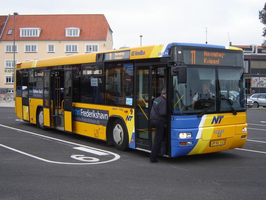 K/S Vendbus 2775/UM96143 på Frederikshavn Busterminal den 9. oktober 2010