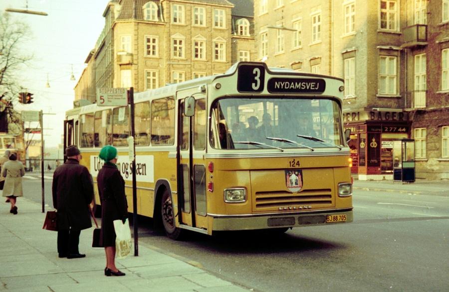 Århus Sporveje 124/BJ88705 på Rådhuspladsen i Århus den 26. marts 1974