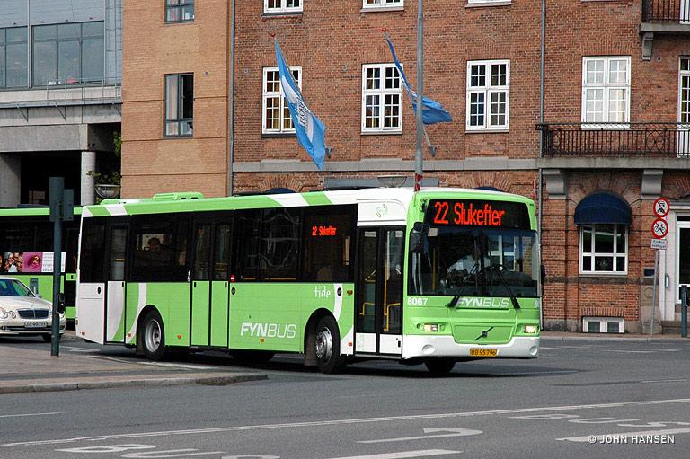 Tide Bus 8067/UB95796 ved Banegården i Odense den 28. maj 2009