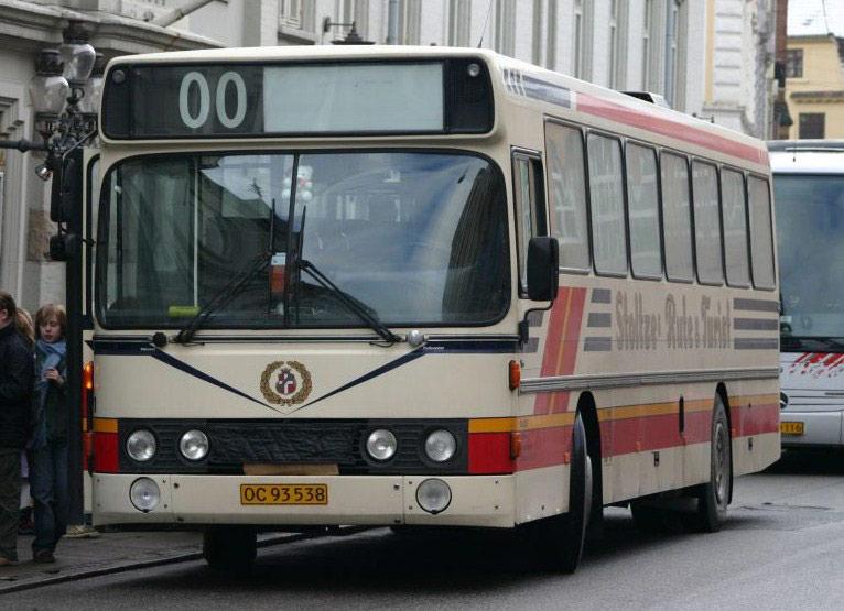 Stoltzes Taxi og Turist OC93538 ved Aalborg Teater den 7. marts 2005