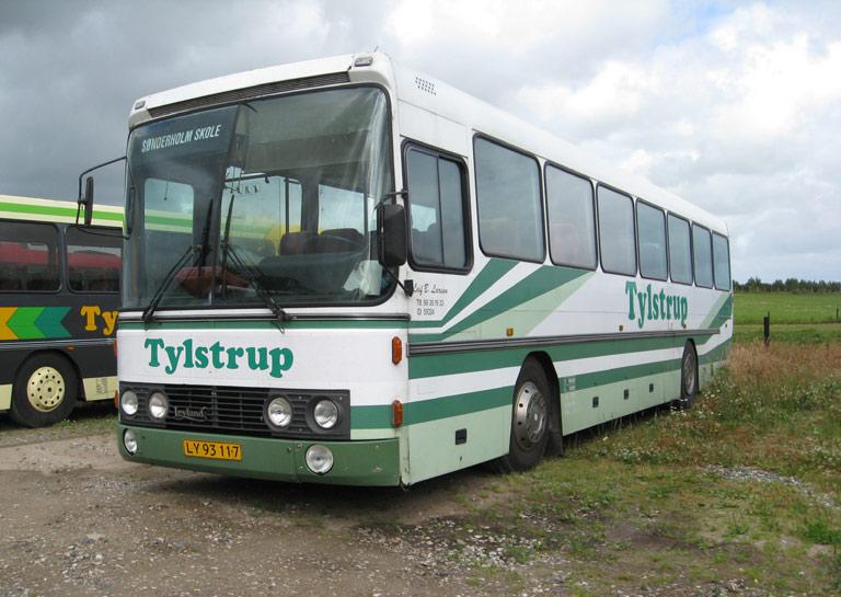 Tylstrup Busser 137/LY93117 i garagen i Tylstrup den 9. juli 2009