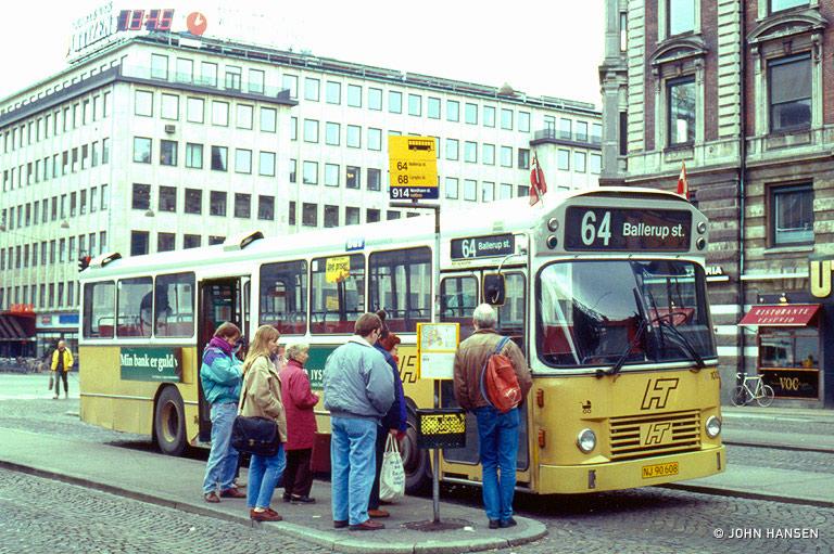 HT 1005/NJ90608 på Rådhuspladsen i København den 14. april 1994