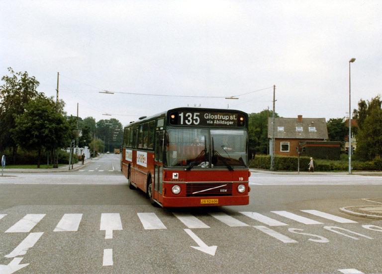 Hvidovre Rutebiler 19/JN92606 på Sydvestvej ved Glostrup st. i 1989