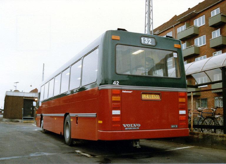 Hvidovre Rutebiler 42/LZ88459 ved Valby st. i december 1989