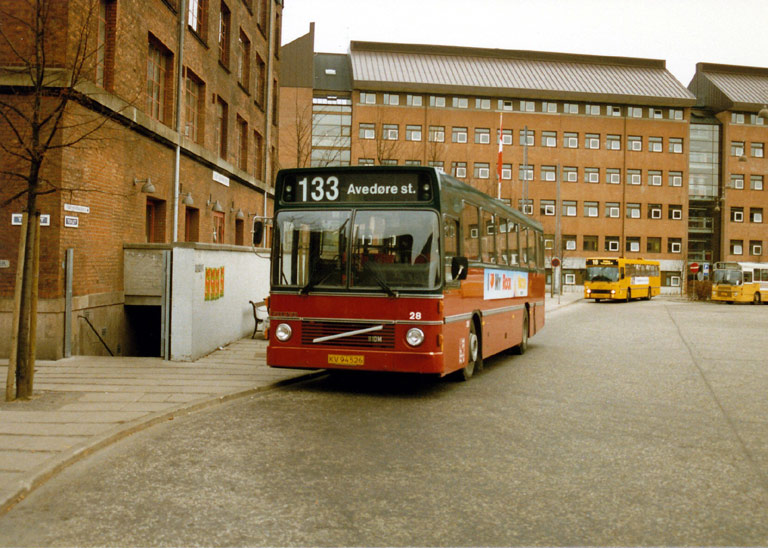 Hvidovre Rutebiler 28/KV94526 på Toftegårds Pl. i Valby i maj 1987