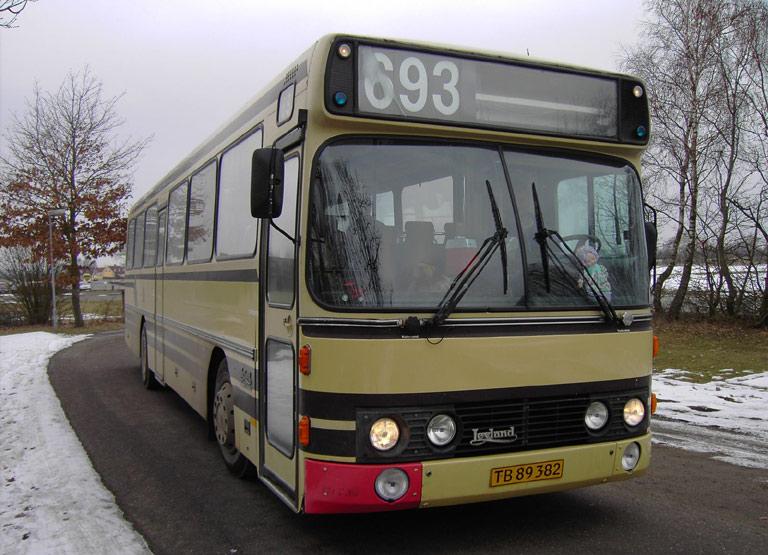 Vagns Turist TB89382 ved Stjernevejsskolen i Hedensted den 16. marts 2006