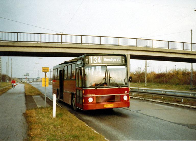 Hvidovre Rutebiler 25/KV94450 på Sønder Ringvej i Vallensbæk i oktober 1986