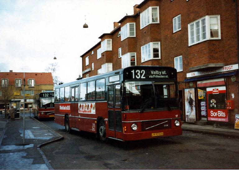 Hvidovre Rutebiler 17/JN92604 på Ålholm Plads i Valby i 1986