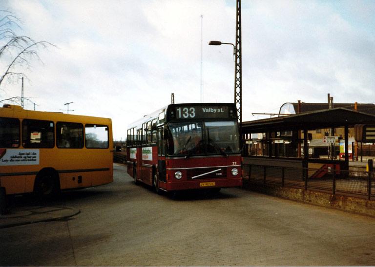 Hvidovre Rutebiler 22/JY90597 ved Valby st. i december 1986