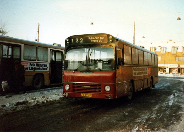 Hvidovre Rutebiler 81/JZ88518 på Ålholm Plads i Valby i januar 1987