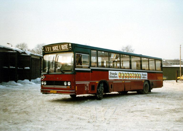 Hvidovre Rutebiler 75/DX88786 i garagen på Blushøjvej i Valby i januar 1987