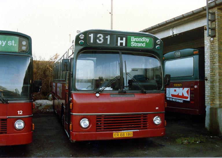 Hvidovre Rutebiler 89/ER88180 i garagen på Blushøjvej i Valby i 1987