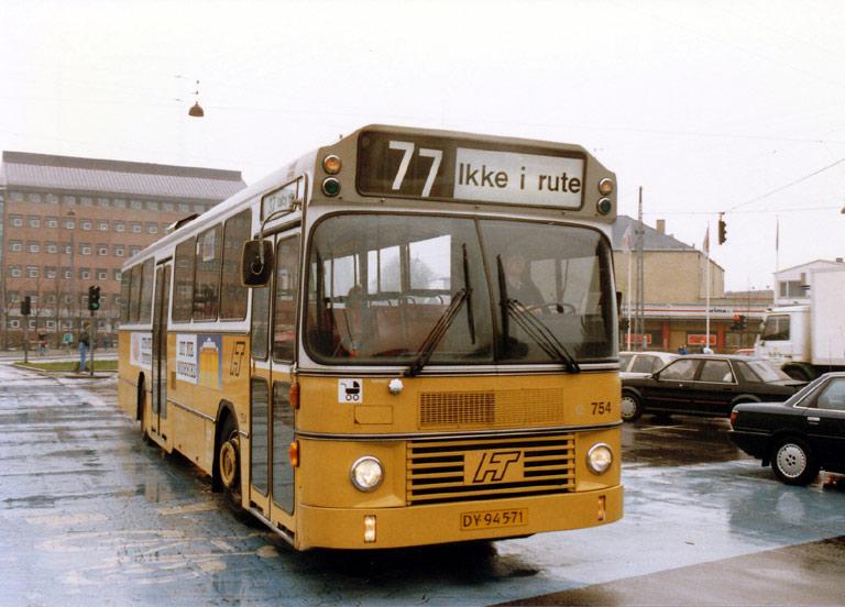 HT 754/DY94571 på Toftegårds Allé i Valby i april 1989