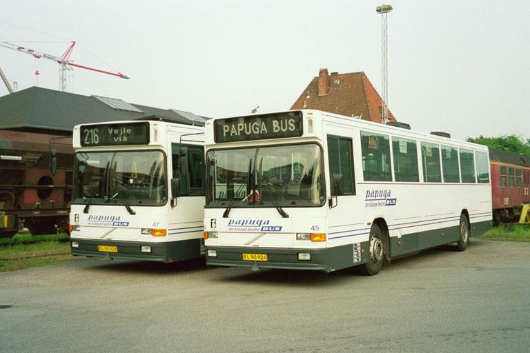 Papuga Bus 47/RL90928 og 45/RL90924 i Vejle den 19. maj 2004