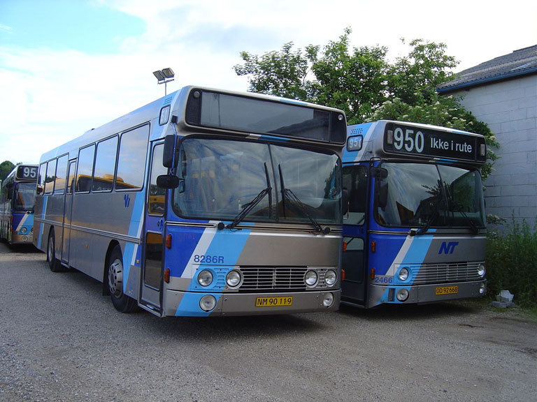 Connex 8286/NM90119 og 2466/OD92668 i garagen i Randers den 27. juni 2005