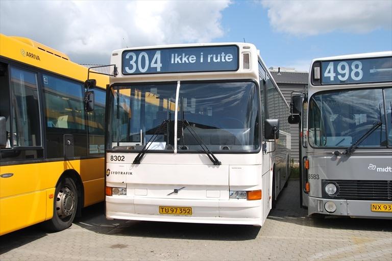 Arriva 8302/TU97352 i Hedensted den 9. juli 2009