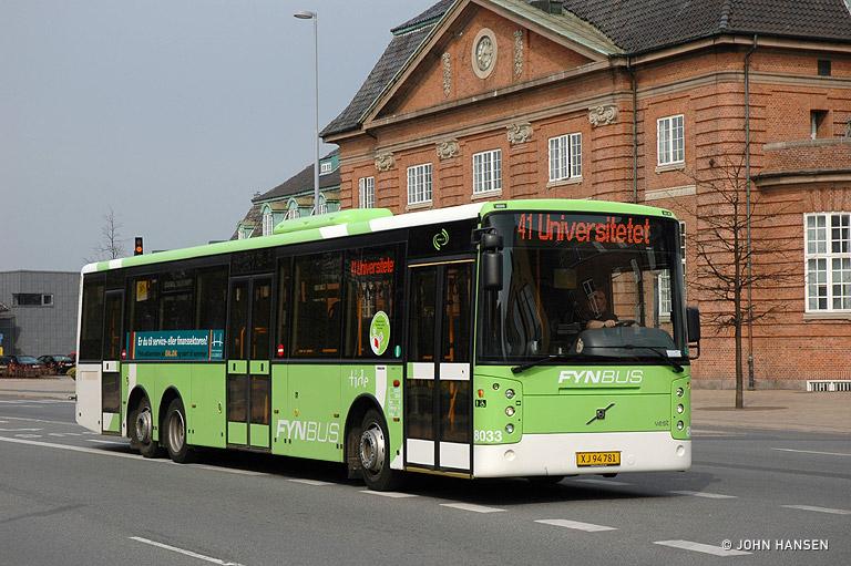 Tide Bus 8033/XJ94781 på Østre Stationsvej i Odense den 26. april 2010