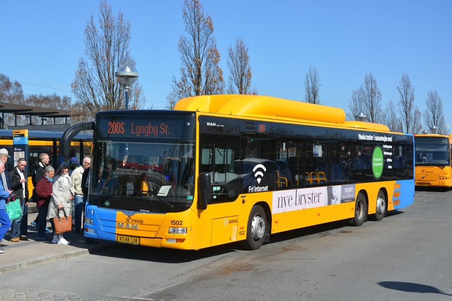 Arriva 1502/XS88138 ved Friheden st. i Hvidovre den 10. april 2015