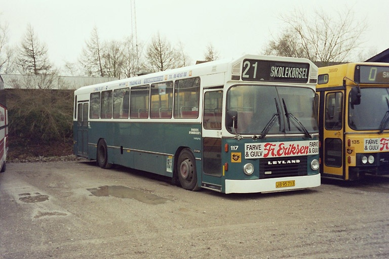 Faarup Rute- og Turistbusser JB95713 i garagen i Faarup den 25. december 2003