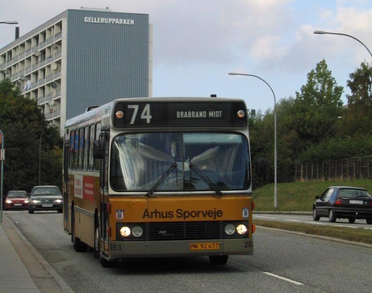 Århus Sporveje 283/MK92477 på Tinesvej i Gellerup den 26. september 2005