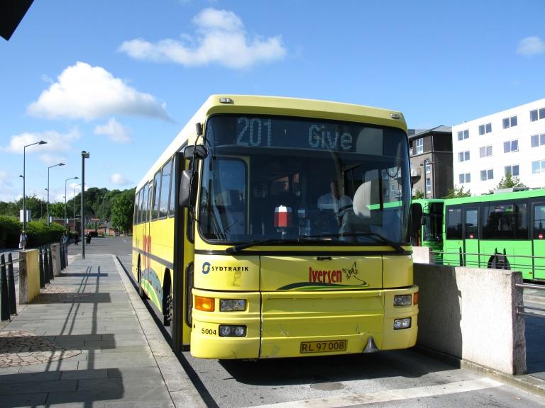Iversen Busser 5004/RL97008 på Vejle Trafikcenter den 5. juni 2009