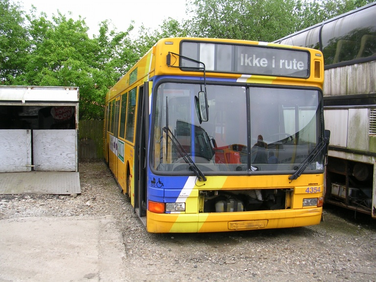 Ex. Arriva 4354 ved Vejstruprød Busimport i Christiansfeld den 11. maj 2004