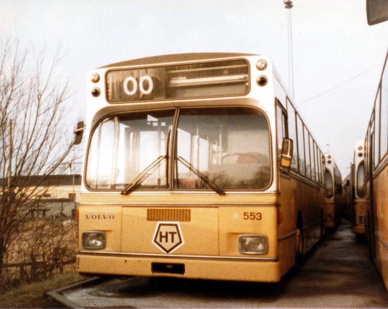 HT 553 (BN93523) henstår udrangeret  i Artillerivej garage i marts 1986