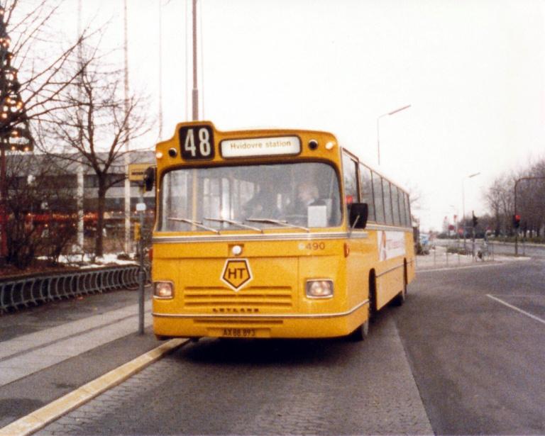 HT 490/AX88893 ved Rødovre Centrum i november 1985