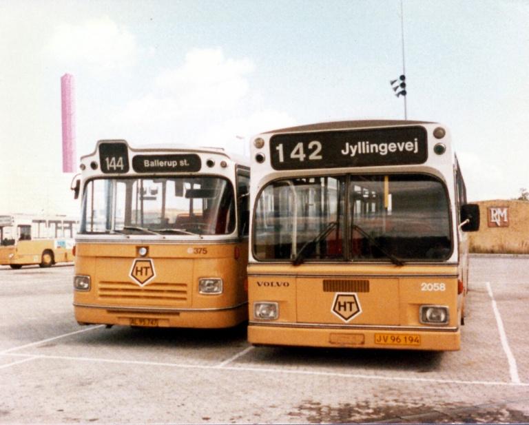 HT 375/AL95747 og HT 2058/JV96194 i Ballerup garage i august 1985