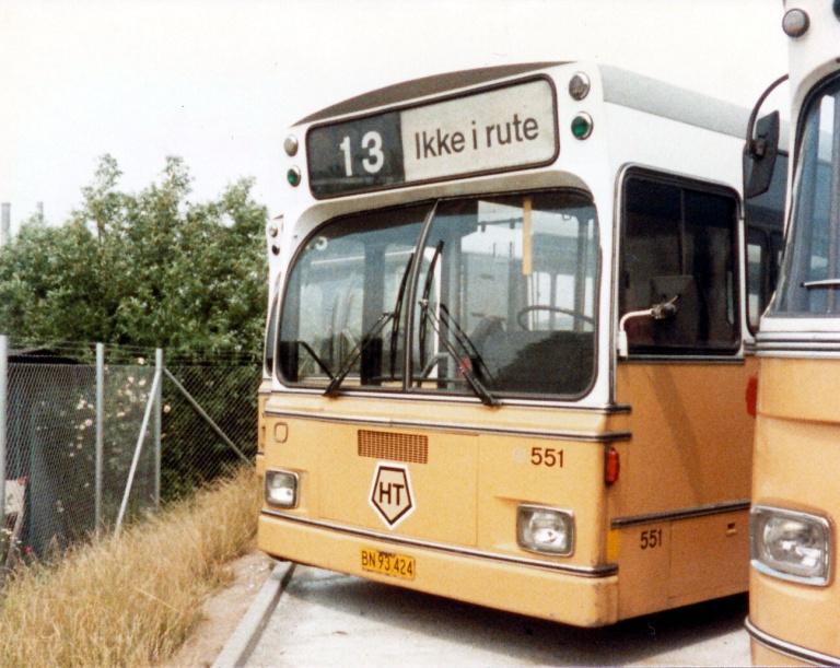 HT 551 (BN93424) henstår udrangeret i Artillerivej garage i juli 1984