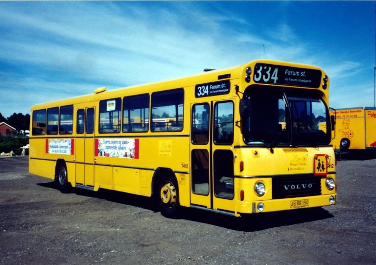 Fjordbus 7412/JB88150 i garagen i Slangerup i 1999