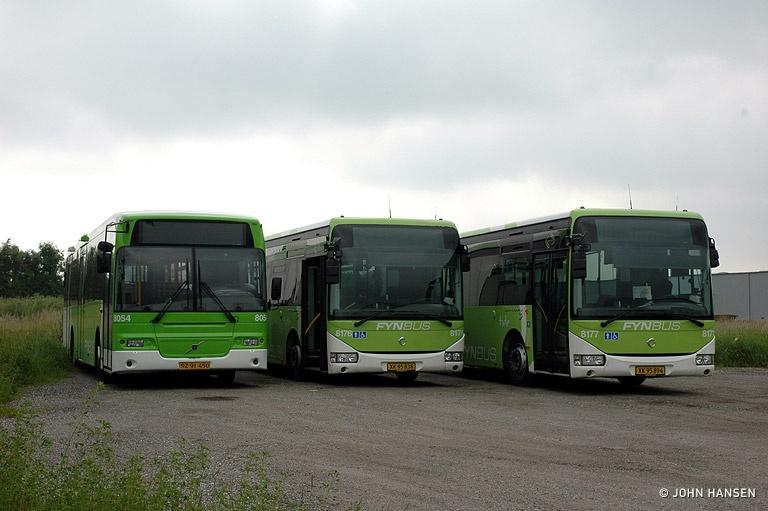 Tide Bus 8054/SZ91450, 8176/XK95838 og 8177/XK95894 på Industrivej i Aarslev den 25. juni 2010