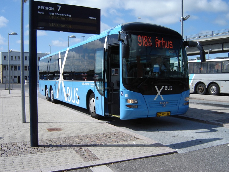 Netbus 811/UZ92336 på Aalborg Busterminal den 25. juni 2010